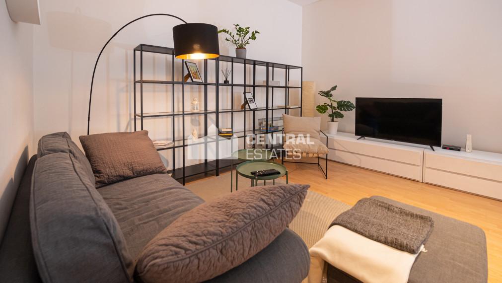 Kompletne zrekonštruovaný krásny 2i byt s terasou na prenájom v Statom meste