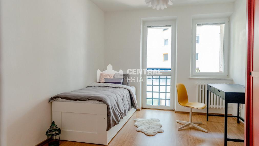 Moderný priestranný 4i byt s terasou a lodžiou na prenájom v Starom meste